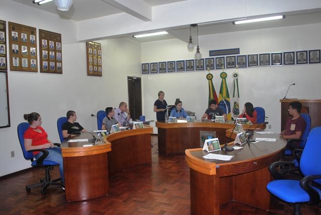 Parlamento Estudantil realizou a primeira sessão ordinária